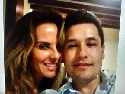 Foto da atriz Kate del Castillo com o filho de El Chapo.