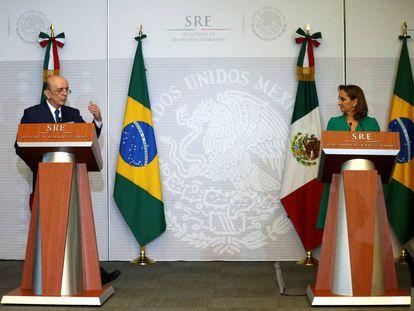 Jose Serra e Claudia Ruiz Massieu.