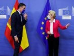 Spanish Primer Minister Pedro Sanchez is welcomed by European Commission President Ursula Von Der Leyen ahead of a meeting, in Brussels, Belgium September 23, 2020. Olivier Hoslet/Pool via REUTERS
