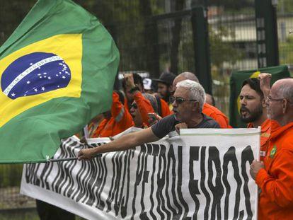 Petroleiros se mobilizam no Rio de Janeiro nesta quarta.