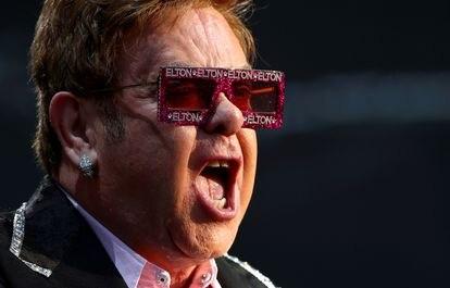 Elton John, em junho de 2019 em um festival na Suíça.