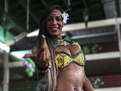 Marcelly Morena foi expulsa de casa aos 16 anos, entrou o mundo do funk e virou princesa do Carnaval da sua cidade, Duque de Caxias. Seu orgulho é romper tabus na tradição do samba