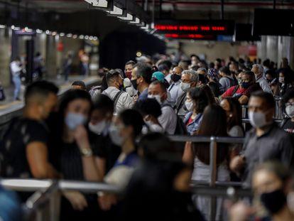 Passageiros na estação da Sé do metrô de São Paulo, uma das mais movimentadas da cidade, na última quarta.