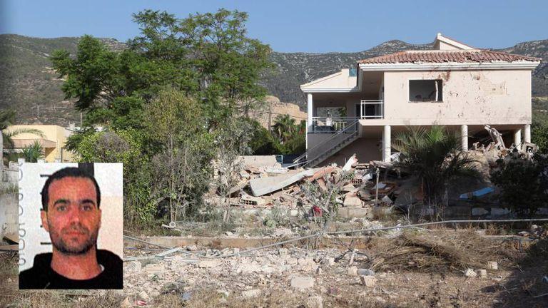 Estado em que ficou a casa na localidade de Alcanar após a explosão de agosto; no destaque, o imã Abdelbaki es Satty.