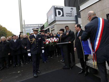 Hollande inaugura placa em homenagem às vítimas dos atentados