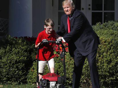Trump nesta sexta-feira nos jardins da Casa Branca