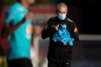Tite, técnico da seleção brasileira, durante treino no sábado para o jogo de abertura da Copa América, neste domingo.