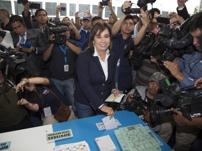 Sandra Torres votando domingo, na Guatemala.