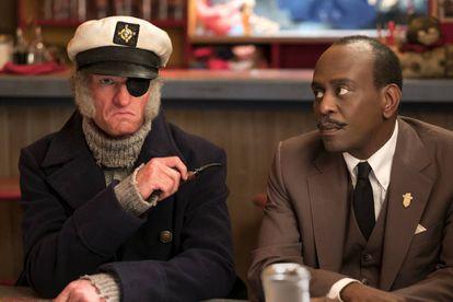 Olaf como o capitão Sham e o senhor Poe.