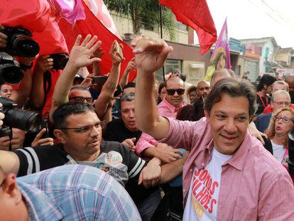 Fernando Haddad faz campanha em Canoas, no Rio Grande do Sul, nesta sexta-feira.