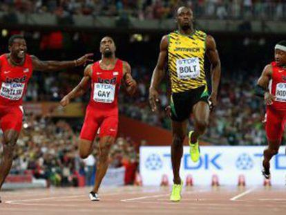 Bolt lidera os 100m rasos, em Pequim.