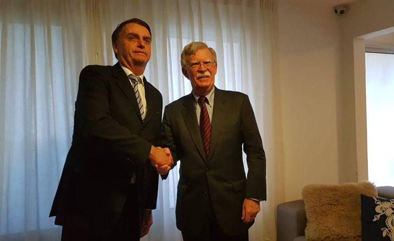 Bolsonaro e Bolton em novembro de 2018, durante a visita do então assessor de Segurança Nacional de Trump ao Brasil.