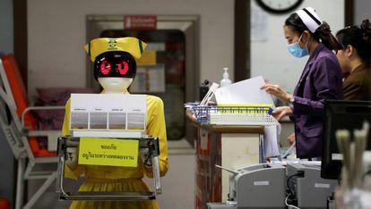 Documentos em um hospital de Bangkok.