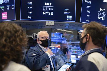 Operadores de Wall Street na sexta-feira passada.