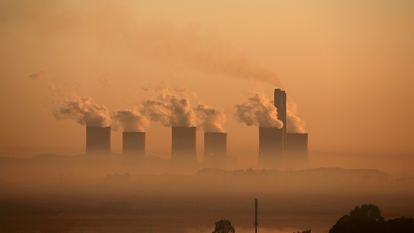 Uma central termoelétrica a carvão em Sasolburg, na África do Sul.