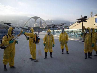 Fumigação para combater o Zika vírus no Sambódromo do Rio de Janeiro.
