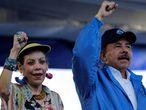 El presidente de Nicaragua Daniel Ortega y su esposa Rosario Murillo durante un acto publico en 2018