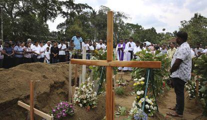 Funeral de vítima dos atentados do domingo de Páscoa no Sri Lanka.