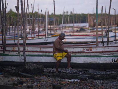 Na colônia de pescadores mais antiga da Grande Recife, em Itapissuma, trabalhadores já veem fluxo de clientes diminuir por medo de contaminação