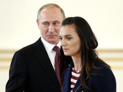 Putin e a saltadora Isinbayeva, no Kremlin.