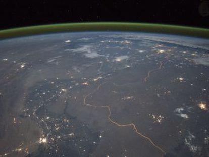 Astrônomos amadores informaram sobre um resplendor esverdeado no céu britânico