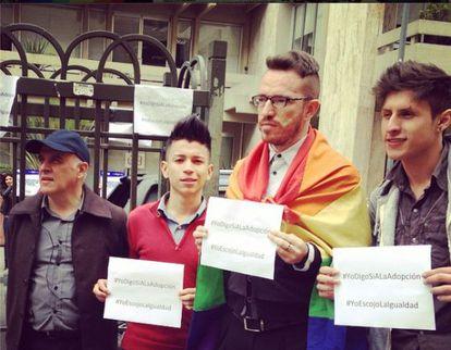Miembros de Colombia Diversa, a favor da adoção.