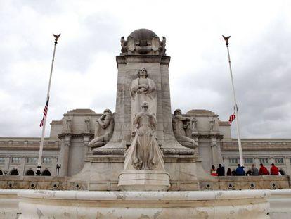 Estátua de Colón em Washington, em frente à estação ferroviária Union Station.