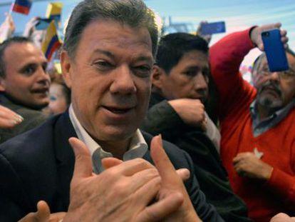 Juan Manuel Santos festeja o triunfo com seus seguidores