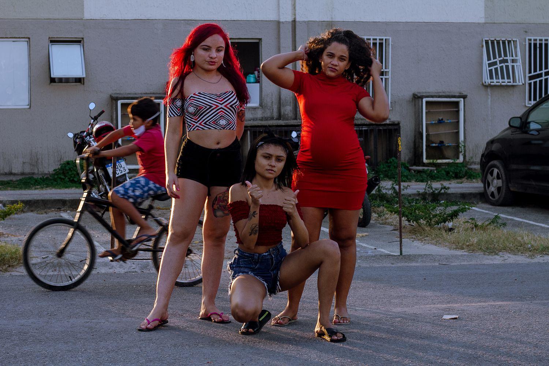 Thaís Rodrigues, Taís Martins e Geórgia Pinheiro formam o grupo Princesinhas do Passinho.
