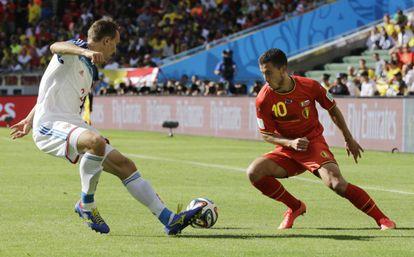 Hazard escapa do russo Kozlov.