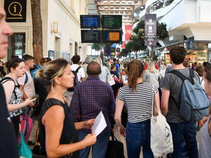 Passageiros na estação de Saint Charles, em Marselha, em 20 de agosto