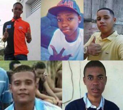 Os cinco jovens assassinados.