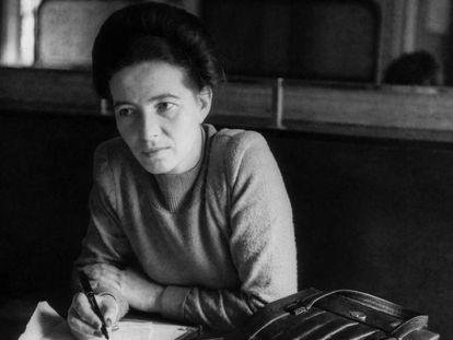 Simone de Beauvoir em Paris em 1945.
