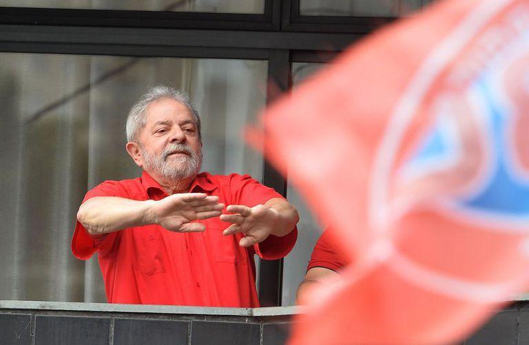 Lula durante ato em apoio a ele, no domingo, em São Bernardo.