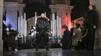 Jeremy Meeks desfila para Philipp Plein, em Nova York.