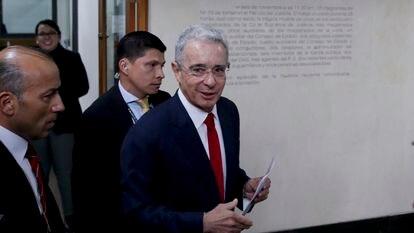 Álvaro Uribe chega à Corte Suprema de Justiça, em 8 de outubro de 2019.