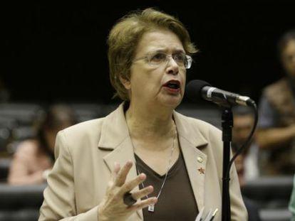 Margarida Salomão discursa contra a redução da maioridade penal.