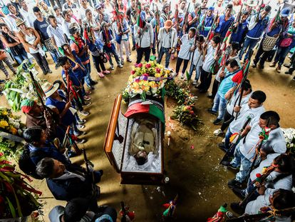 Funeral do líder indígena Edwin Dagua no município de Caloto, assassinado por tentar proteger a reserva ecológica Huellas, na Colômbia.