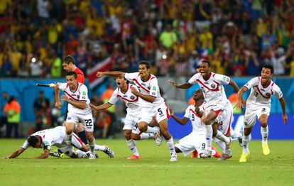 Os jogadores da Costa Rica celebram a classificação