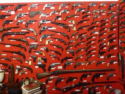 Armas apreendidas pela Polícia Civil de Santa Catarina.
