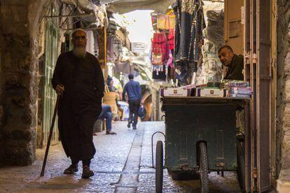 Mercado do centro histórico de Hebron, sob controle formal israelense.