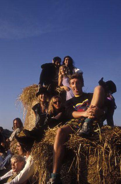 Rave da revista 'Boy's Own', celebrada em um lago perto de East Grinstead, em Surrey, em agosto de 1989.