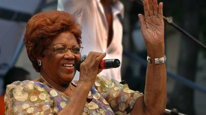 Dona Ivone Lara se apresenta na Virada Cultural em São Paulo, em 2008.