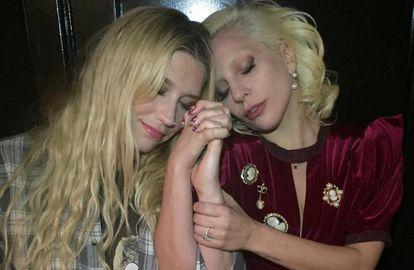 Lady Gaga (esquerda), em 2019, e Kesha (direita), em 2018.