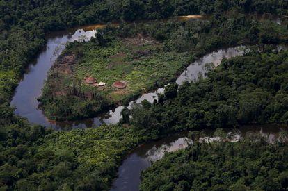 Aldeia Yanomami vista durante operação contra o garimpo ilegal de ouro em terras indígenas.