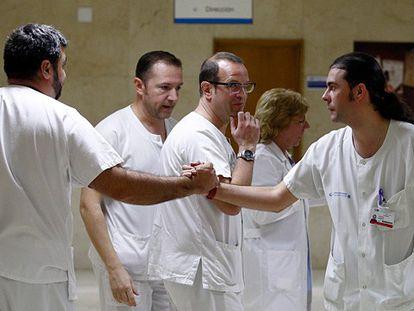 """""""Não sabemos o que a curou"""", dizem médicos ao darem alta à enfermeira"""