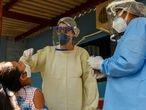 MSF coletam material de indígenas Terena para testes do coronavírus.
