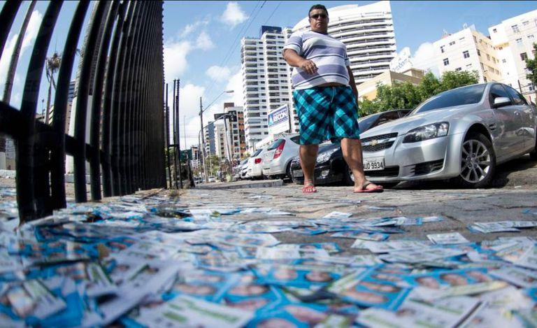 Propaganda política nas ruas de Fortaleza, durante a eleição de 2014.