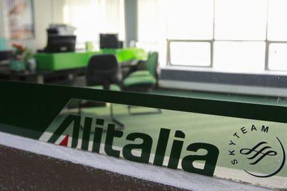 O escritório da Alitalia fechado em Caracas.