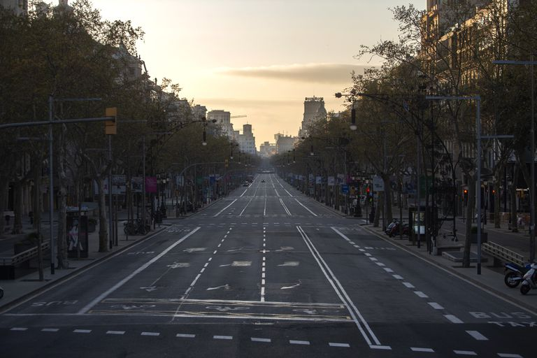 Avenida de Barcelona vazia neste domingo.